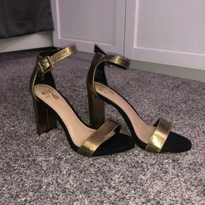 Black and Gold Block Heel Shoes🖤✨